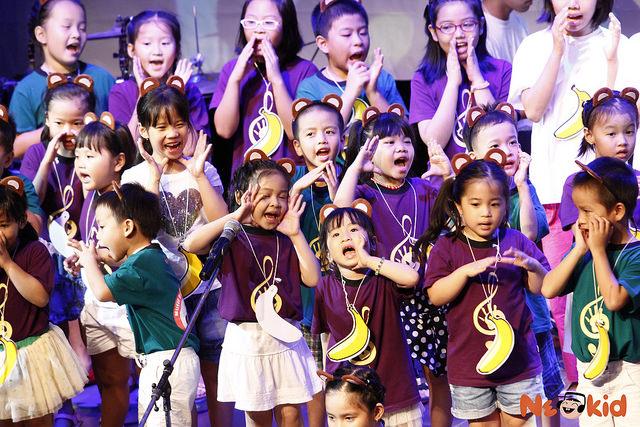 Các bé Lớp Nền Tảng Neokid được dạy 8 kỹ năng âm nhạc trong một môi trường vui tươi và tự nhiên