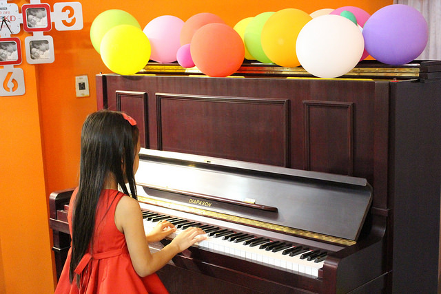 cho be hoc dan piano