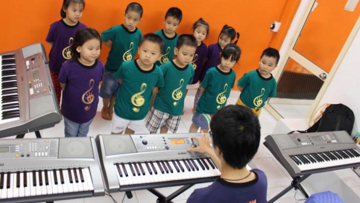 Nghe nhạc – Bước khởi đầu việc học nhạc cho trẻ