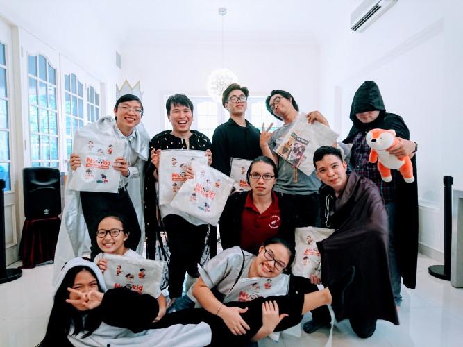 Bảo Trân và các thầy cô Neokid