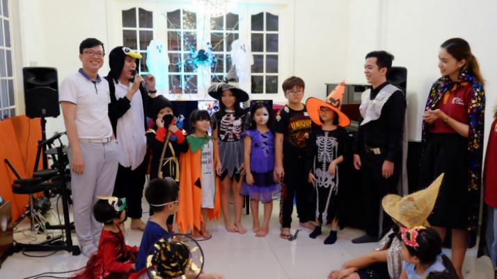 "Lễ Hội Halloween ""Trick and Treats"""