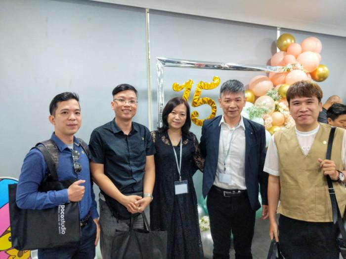Thầy Phạm Kỳ Anh. Thầy Kim Long, Thầy Minh Tiến ở sự kiện Poco Studio và V7 Music Academy tại Kuala Lumpur, Malaysia